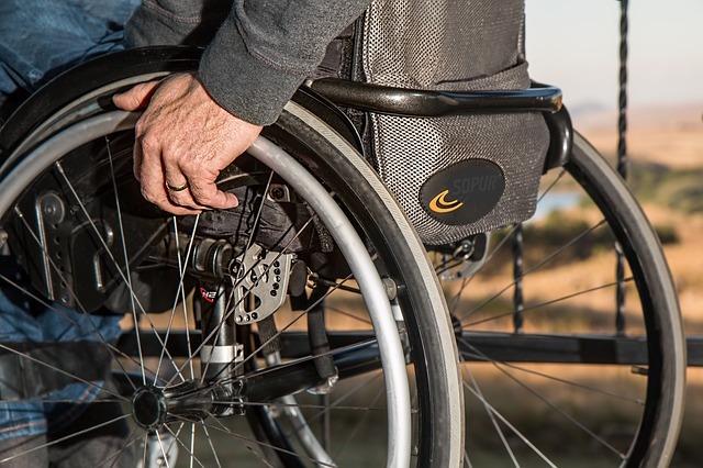 Accès handicapé: votre cabinet doit-il être aux normes?